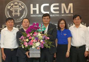 Thăm, chúc mừng cán bộ, giáo viên trường Cao đẳng Cơ điện Hà Nội