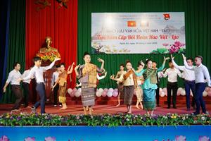 Sinh viên Nghệ An vui đón Tết Lào