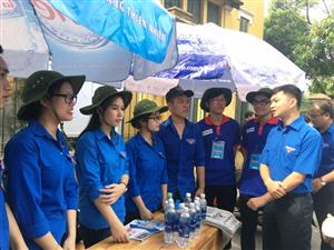 """Trung ương Hội Sinh viên Việt Nam thăm, động viên tình nguyện viên """"Tiếp sức mùa thi"""""""