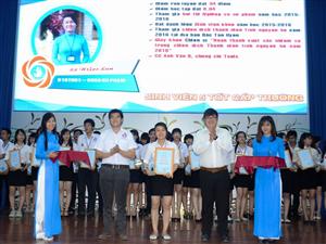 """ĐH Thủ Dầu Một: Họp mặt kỷ niệm 67 năm này truyền thống Học sinh – Sinh viên và Tuyên dương """"Sinh viên 5 tốt"""" các cấp"""