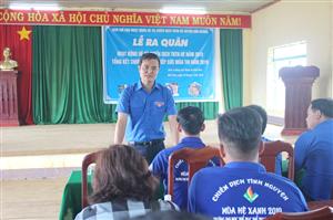Bí thư Trung ương Đoàn thăm, tặng quà sinh viên tình nguyện tại mặt trận Đắk Nông