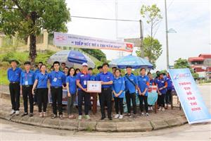 """Thái Nguyên: Thăm, tặng quà thanh niên tình nguyện """"Tiếp sức mùa thi"""" 2018"""