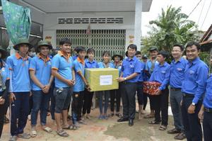 Đồng chí Lê Quốc Phong thăm sinh viên tình nguyện Mùa hè xanh tại Đồng Tháp