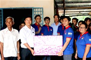Đồng chí Lê Quốc Phong thăm chiến sĩ tình nguyện mùa hè xanh tại Tây Ninh