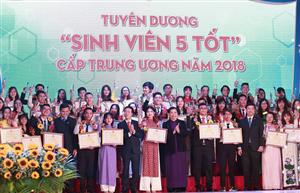 Tuyên dương Sinh viên 5 tốt cấp Trung ương và trao Giải thưởng Sao Tháng Giêng năm 2018