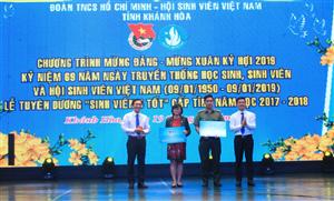"""Khánh Hòa: Tuyên dương """"Sinh viên 5 tốt"""" và phát động """"Chuyến xe nghĩa tình"""" đưa sinh viên xa nhà về quê đón Tết"""