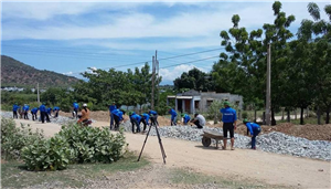 Sinh viên tình nguyện trên mặt trận huyện Ninh Phước tỉnh Ninh Thuận