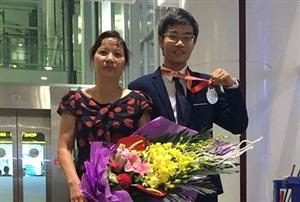 Chàng trai 2 năm liên tiếp đạt Huy chương vàng Olympic Hóa học quốc tế vừa giành được học bổng toàn phần tiền tỷ tại Mỹ.