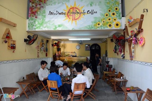 Hình ảnh Cô bé 9 tuổi mở quán cà phê độc đáo tại Sài Gòn số 1