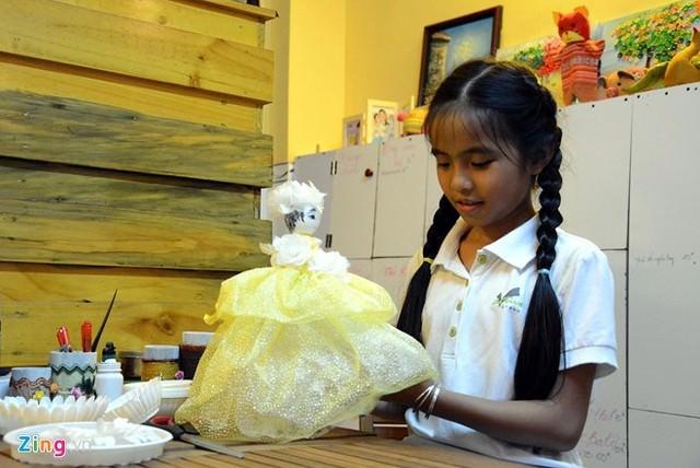 Hình ảnh Cô bé 9 tuổi mở quán cà phê độc đáo tại Sài Gòn số 2