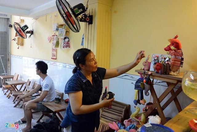 Hình ảnh Cô bé 9 tuổi mở quán cà phê độc đáo tại Sài Gòn số 6