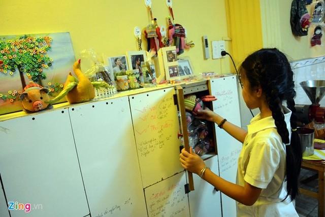Hình ảnh Cô bé 9 tuổi mở quán cà phê độc đáo tại Sài Gòn số 11