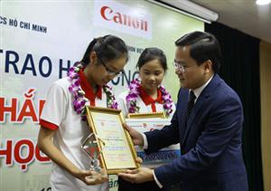 25 học sinh, sinh viên vượt khó học giỏi nhận học bổng Canon - Chắp cánh nhân tài