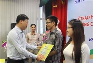 Lễ trao Học bổng Nâng bước thủ khoa và học bổng cho sinh viên có hoàn cảnh khó khăn năm học 2015 - 2016