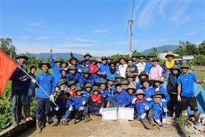 Ban Chỉ đạo Chiến dịch Hè năm 2016 Đại học Đà Nẵng thăm và tặng quà cho các chiến sĩ mùa hè xanh