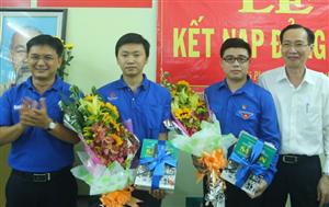Kết nạp Đảng 2 chiến sĩ Mùa hè xanh huyện Bình Chánh