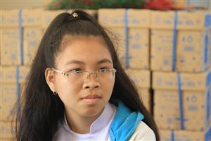 Học trò nghèo nhường lại quà của Phó Thủ tướng Trương Hòa Bình