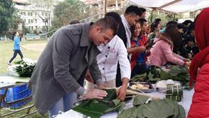 Bạn trẻ thế giới trải nghiệm Tết cổ truyền Việt Nam