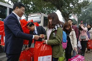 Gần 1.500 sinh viên về quê ăn Tết Xuân Đoàn viên trên chuyến xe miễn phí