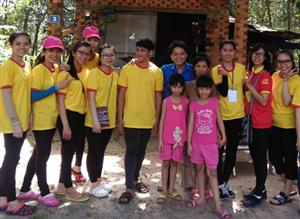 Sinh viên trường Đại học Thủ Dầu Một tỉnh Bình Dương – Xuân chia sẻ yêu thương