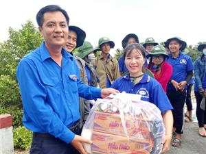 Thăm chiến sĩ tình nguyện Mùa hè xanh tỉnh Vĩnh Long 2017