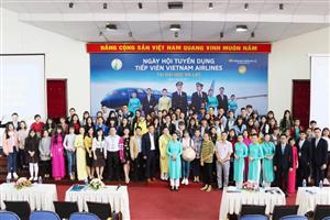 Giới thiệu nghề tiếp viên hàng không đến với sinh viên Đại học Đà Lạt