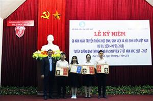 Trao tặng giải thưởng Sao tháng Giêng và danh hiệu Sinh viên 5 tốt năm học 2016 – 2017