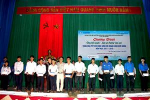 """Hội Sinh viên Việt Nam tổ chức Chương trình """"Đông tình nguyện - Xuân yêu thương"""" tại huyện Sơn Tây"""