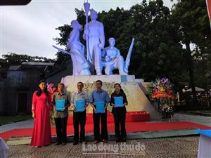 """Tuổi trẻ Thủ đô tổ chức chương trình """"Một thời hoa lửa""""; thắp nến tri ân các anh hùng liệt sỹ"""