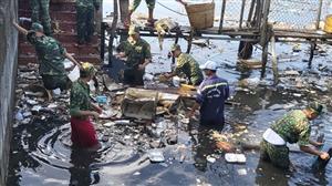 8.200 người Phú Quốc thu gom 25 tấn rác và khai thông cống rãnh