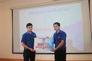 Thường trực TW Hội thăm, tặng quà học sinh, sinh viên và người dân tại vùng lũ Quảng Bình, Quảng Trị