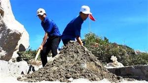 Ra quân tình nguyện xây dựng cột cờ Tổ quốc giai đoạn 2 trên đảo Cù Lao Xanh