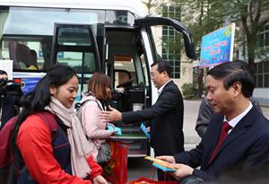 Ấm áp chuyến xe sinh viên về quê đón tết Mậu Tuất 2018