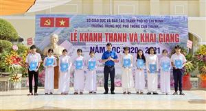 Chủ tịch Hội Sinh viên Việt Nam dự khai giảng vào trao học bổng tại TP. Hồ Chí Minh